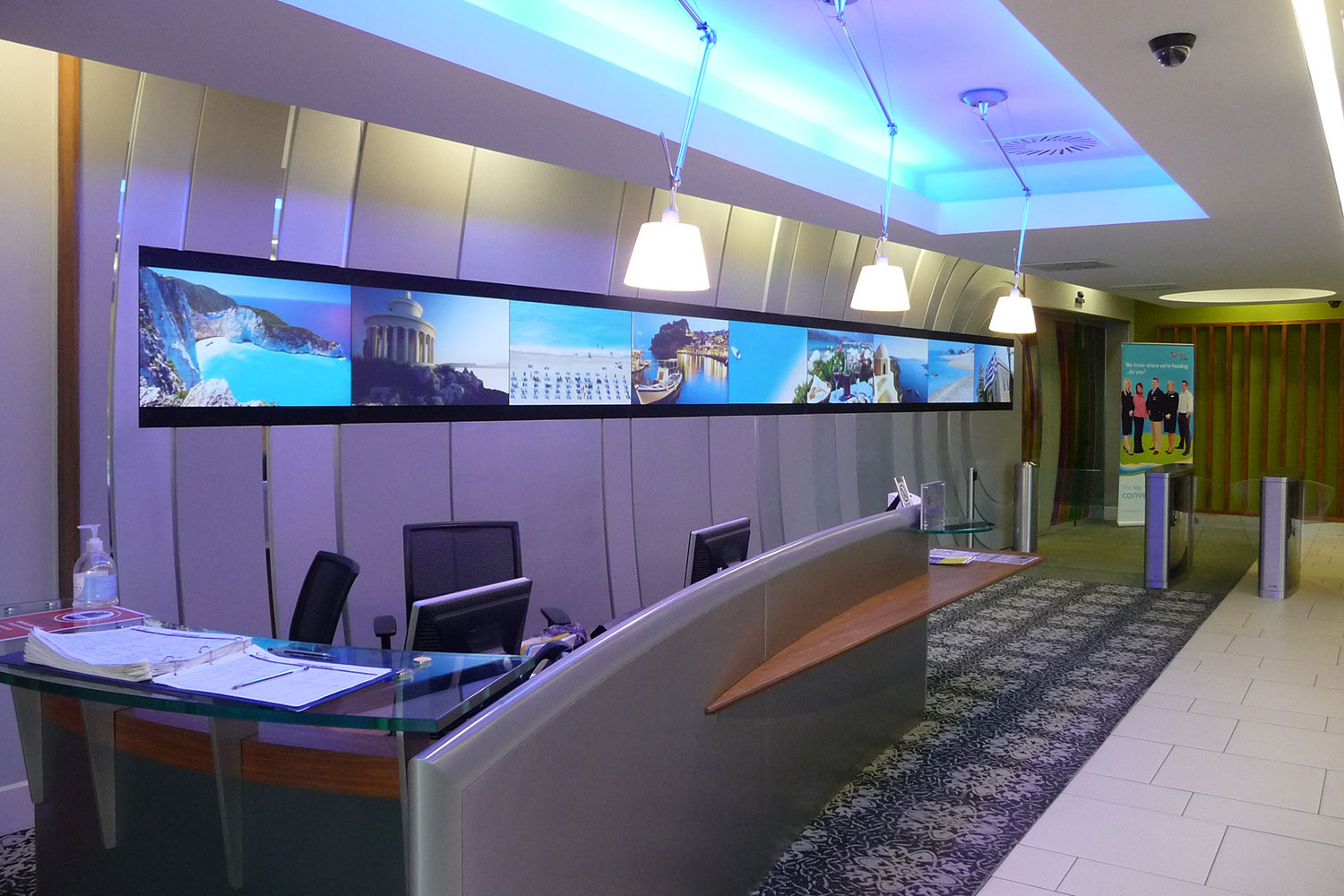 tui reception multiple digital signage